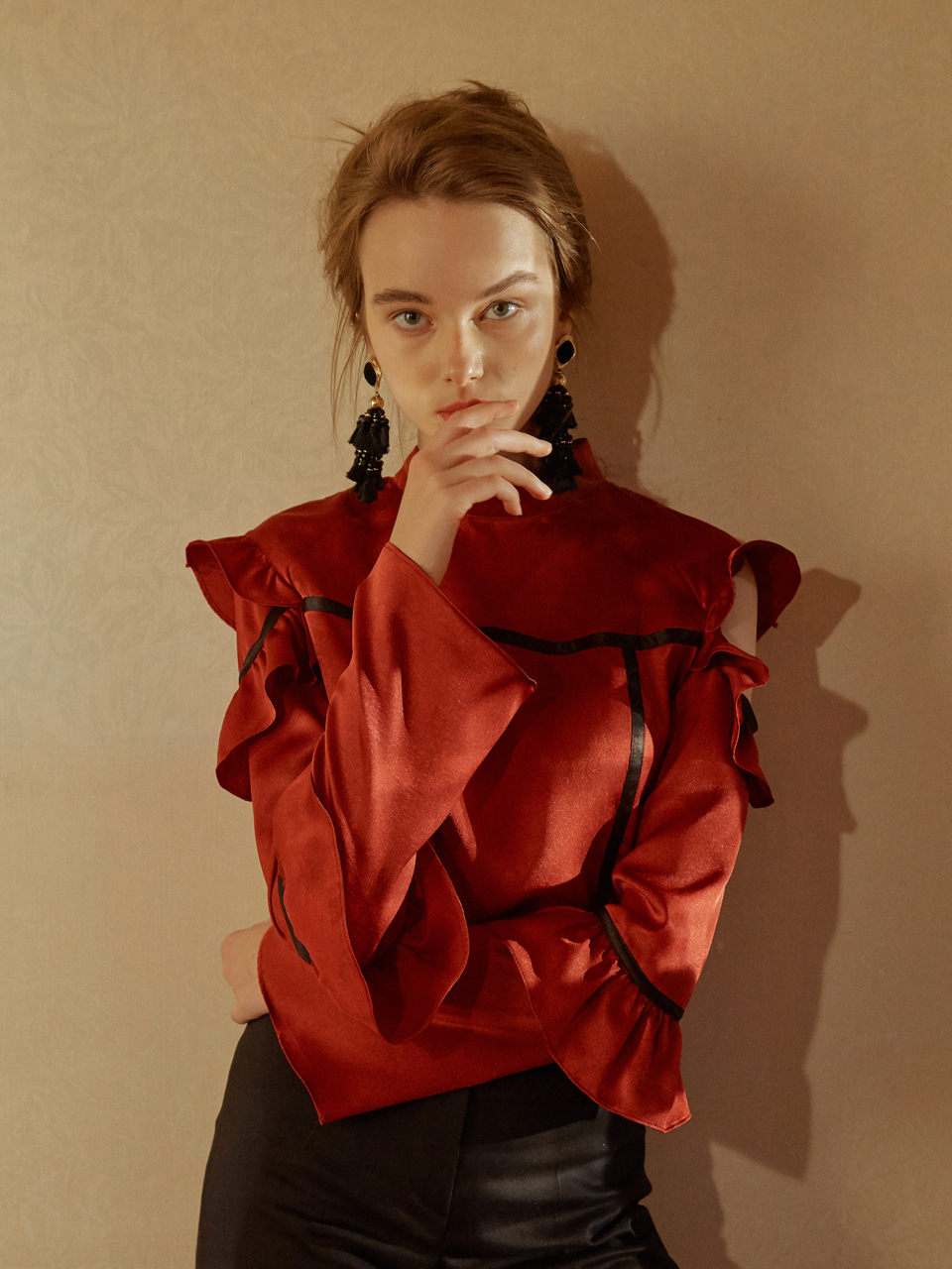 17FW Shoulder frill blouse (Red) 선미착용