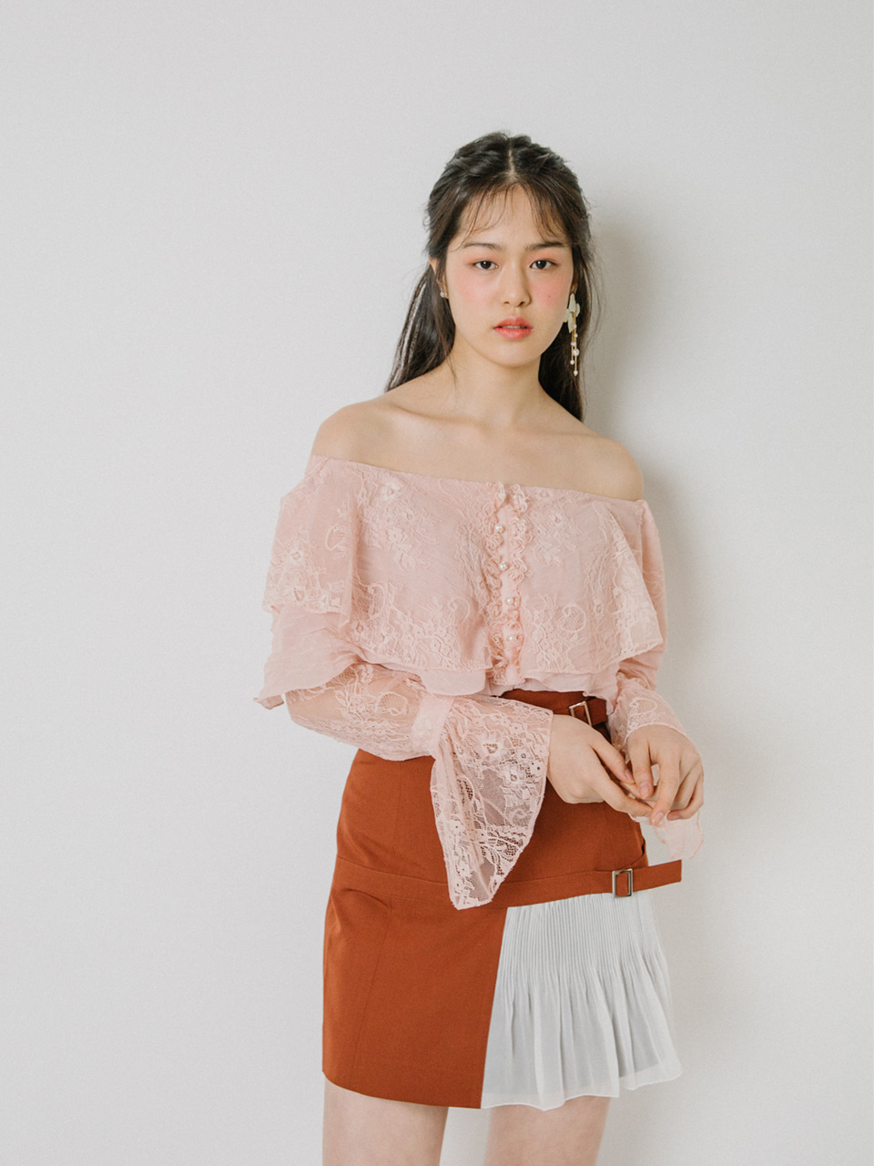 18SS Off-shoulder lace blouse (Pink)