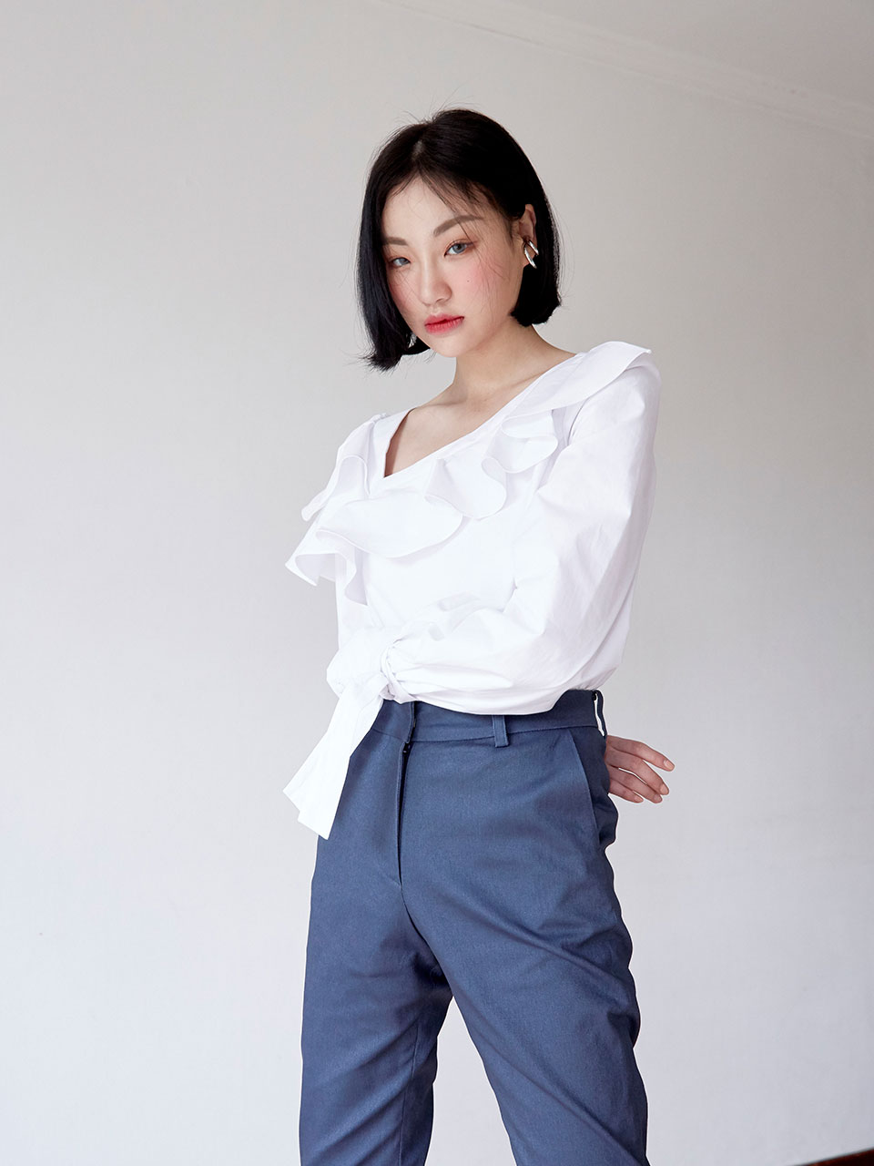 19SS Ruffled puff blouse (White)